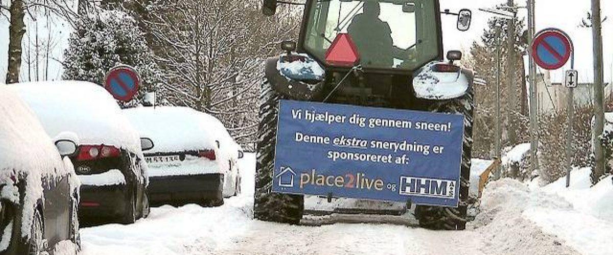 Rolf Høegh fra Place2live og Jacob Mortensen fra HHM er gået sammen om at rydde sne i de små gader.
